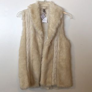 Faux Fur Sweater vest NEW with Tags. Size M CUTE!!